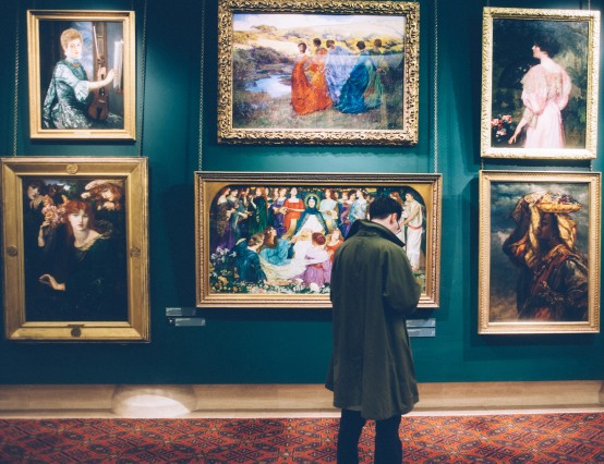 An Insider's Top Tips for Reviewing Art Exhibitions
